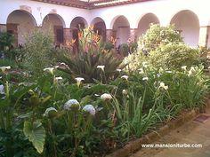 De los atractivos turísticos de Pátzcuaro que no debes dejar de visitar El Museo de Artes e Industrias Populares de Pátzcuaro, localizado a corta distancia de nuestro Hotel Mansión Iturbe.
