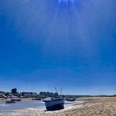 Looking back at Overy Harbour, we really have had the most glorious weather! Super gorgeous!! Book your dog and child friendly holiday in North Norfolk now - link in bio