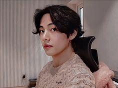 Soo Choi⁷ 💜 June is coming ( Daegu, Jimin, Bts Bangtan Boy, K Pop, V Bts Wallpaper, Kim Taehyung, Bts Pictures, Bts Boys, Boyfriend Material