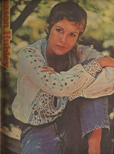 Season Hubley from Seventeen magazine, Patti Hansen, Lauren Hutton, 70s Fashion, Teen Fashion, Vintage Fashion, Classic Hairstyles, Seventeen Magazine, New York Street, Vogue