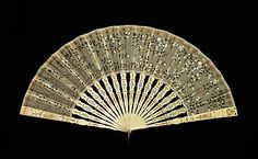 Fourth quarter 19th century, France - Fan - Ivory, metal, silk, mother-of-pearl