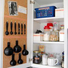 armoire de cuisine bien organisée organisation de la maison inspiration