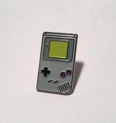 Broche émail Nintendo Game Boy par PinnaclesVintage sur Etsy