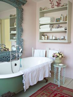 Clawfoot tub is a must when it comes to shabby chic bathroom design. Clawfoot tub is a must when it comes to shabby chic bathroom design. House Of Turquoise, Turquoise Accents, Style At Home, Romantic Room, Romantic Kitchen, Chic Bathrooms, Dream Bathrooms, Blue Bathrooms, Country Bathrooms