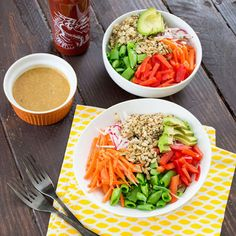 This Asian Zoodle Buddah Bowl is packed with fresh veggies and served with a delicious peanut sauce that is simply delicious. Peanut Sauce Stir Fry, Vegan Peanut Sauce, Healthy Peanut Butter, High Protein Recipes, Healthy Salad Recipes, Healthy Snacks, Healthy Eating, Vegetarian Recipes, Healthy Chocolate Smoothie