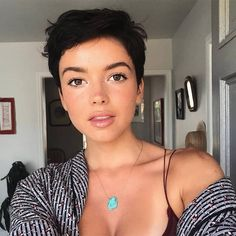 very short pixie cut for round face textured messy pixie cut Very Short Haircuts, Round Face Haircuts, Pixie Haircut Round Face, Women Pixie Haircut, Pixie Cut Round Face, Cute Pixie Haircuts, Messy Pixie Haircut, Pixie Haircut Styles, Pixie Cut Styles