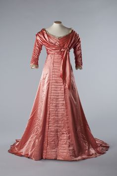 Silk satin evening gown, 1909. Image courtesy of the Olive Matthews Collection, Chertsey Museum.
