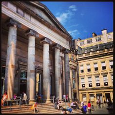 The sun is shining #inGlasgow today!  We hope you're our enjoying it :)