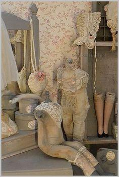 """Echte """"poppen""""liefde: Oude handschoentjes leuk ingelijst en een nieuw hoekje met paspoppen"""