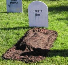 DIY burial plot without having to dig up the ground. For this grave, you only need an old towel, some brown fabric dye, spray glue, mulch and some newspaper.