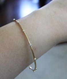 Solid Gold Champagner Diamant Armreif in 18 Karat Bracelet Cartier, Gold Bangle Bracelet, Diamond Bracelets, Silver Bracelets, Silver Jewelry, Diamond Jewellery, Pandora Jewelry, Jewelry Ads, Jewellery Shops
