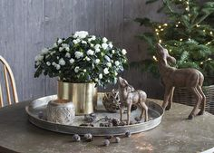 Dekorative dådyr passer inn i den rustikke stilen.