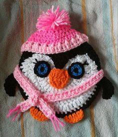 Check out this item in my Etsy shop https://www.etsy.com/listing/229525436/crochet-penguin-potholder-pattern-only