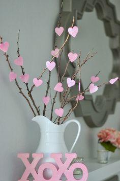 décoration Saint Valentin romantique- bouquet de branches et coeurs roses