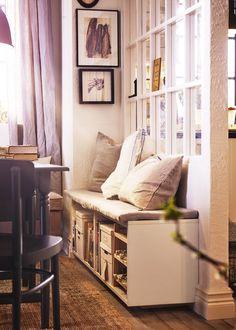 IKEA : nos coups de cœur du catalogue 2016 - Marie Claire Maison / Un coin rangement bien organisé / Idée déco rangement / Une banquette qui sert également de rangement