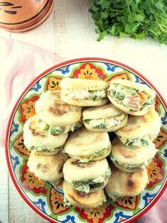 Stuffed little batbout - - Turkish Breakfast, Vegan Recipes, Cooking Recipes, Mini Burgers, Meat Appetizers, Vegan Bread, Ramadan Recipes, Quiche, Turkish Recipes