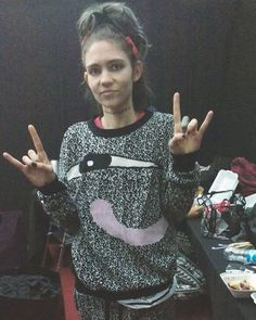 Grimes ❌ why isn't there an emoji for the devil horns? Rock on