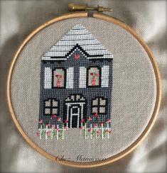 Le printemps est aux fenêtres de la troisième maison Homme Sweet Home de chez Petits Points et Cie et aussi dans le jardin J'arrive tout…