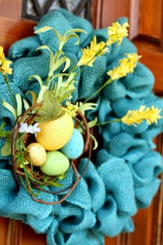Top This Top That | The Easiest Burlap Wreath....goes blue!