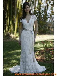 Belle robe de mariée avec manche courte col en V dentelle