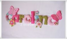 Nome de menina para pendurar com flores e borboletas. {Felt name banner name for girl with flowers and butterflies - in pink, green and blue.}