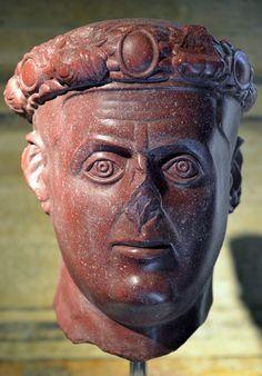 Roma. La mostra ' L'Età dell'Angoscia - Da Commodoi a Diocleziano ' ai Musei Capitolini fino al 4 ottobre 2015. Galerio, 303 d.C.