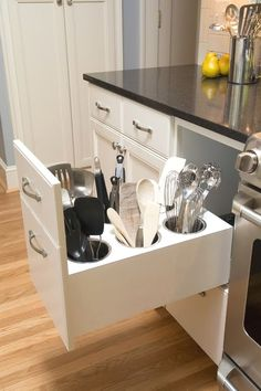 With no further a due, here are 47 kitchen organization ideas that will make you love your kitchen even more and for you to have a well-organized kitchen! For more awesome ideas, please check https://glamshelf.com #homeideas #kitchenstorageideas #kitchencabinets