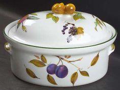 Royal Worcester| Evesham Vale | 2¼-qt oval covered casserole.