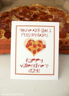 """How freaking adorable are these """"Pizza my Heart"""" free printable Valentines?! Such a fun and easy Valentine's dinner for your family!"""
