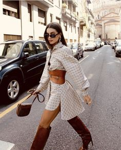 The Latest Street Style From Paris Fashion Week Street Style Outfits, Looks Street Style, Chic Outfits, Fall Outfits, Fashion Outfits, Fashion Trends, Hijab Street Styles, Rome Street Style, Classy Street Style
