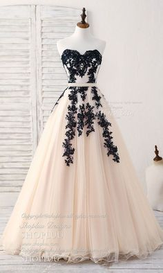 Long dress in tulle with applications of tulle, black evening dress - Abschlussball Kleider - abendkleid Prom Dresses 2018, Cute Prom Dresses, Black Prom Dresses, Grad Dresses, Ball Dresses, Elegant Dresses, Pretty Dresses, Formal Dresses, Ball Gowns