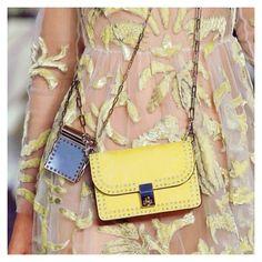 ✖️DETAIL✖️👌🏼@maisonValentino #parisfashionweek #ss17 #bag #yellow