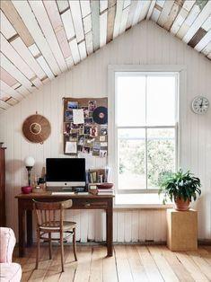 La maison de bric et de broc d'Anna et Andrew Swain en Australie, the reclaimed wood ceiling !