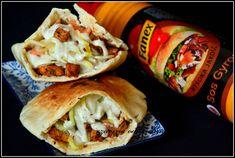 Pita z kurczakiem i warzywami | czarrnaodkuchni Hot Dog, Tacos, Pizza, Mexican, Ethnic Recipes, Food, Essen, Meals, Yemek