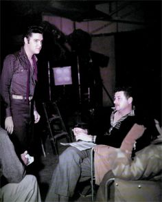 Elvis between takes on the set of his second movie ( Loving you ).