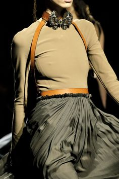 Lanvin Spring 2011 Ready-to-Wear Fashion Show Details
