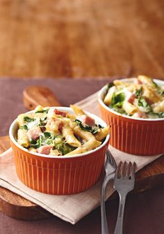 Serve this delicious and warm ham, spinach, and pasta bake in individual ramekins so no one fights over the biggest portion. #casserole
