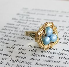 This is so sweet. Would look cute with my peapod pearl necklace!