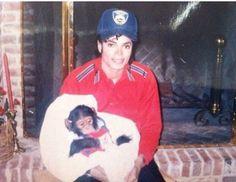 Rare Picture of Michael Jackson & his chimp, Bubbles!