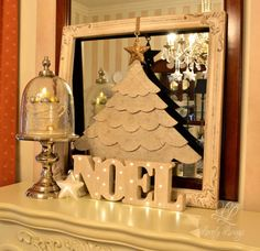A Christmas Display   http://lovelylivings.com/2015/12/24/a-christmas-table/
