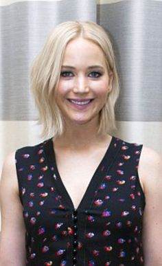 Jennifer Lawrence looks great with her super blonde bob with a slight wave in the hair