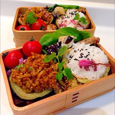 food   japanesefood Bento 米茄子を器にしてカレー炒飯、胡麻桜ごはん。 米茄子味噌焼き。木曽美水手羽中のピリ辛炒めの春のおべんとさん。