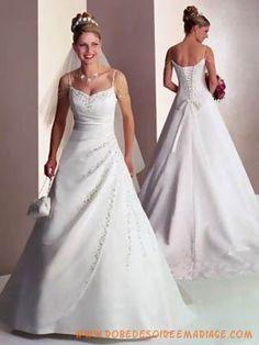 Belle robe de mariée avec des broderies en perles