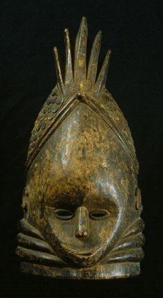 File:COLLECTIE TROPENMUSEUM Houten stulpmasker januskop gebruikt door het Sande vrouwengenootschap TMnr 3323-86.jpg