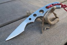 Anyone know who made this knife? Cool Knives, Knives And Swords, Beil, Neck Knife, Forged Knife, Throwing Knives, Best Pocket Knife, Cold Steel, Fixed Blade Knife