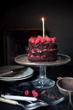 Gâteau au chocolat noir et framboises.