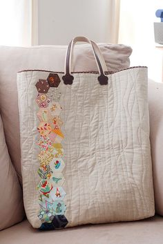 I think this would make a great lap quilt idea{{hexie bag  #hexie #hexi #hexagons}}