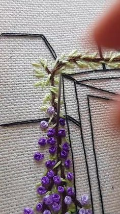 Hand Embroidery Patterns Flowers, Hand Embroidery Videos, Embroidery Stitches Tutorial, Embroidery Flowers Pattern, Learn Embroidery, Embroidery For Beginners, Embroidery Hoop Art, Hand Embroidery Designs, Ribbon Embroidery