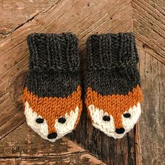Ravelry: Fox mittens pattern by Eva Norum Olsen The Effective Pictures We Offer You About crochet christmas A quality picture can tell you many things. You can find the most beautiful pictures that ca Knitting For Kids, Loom Knitting, Knitting Socks, Knitting Projects, Hand Knitting, Knitting Tutorials, Knitting Machine, Vintage Knitting, Knitted Mittens Pattern