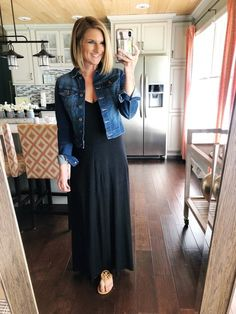 : How to style a maxi dress for Spring How to style a maxi dress in a casual look Cute and flattering maxi dress The perfect black maxi dress for Spring and Summer How to style a denim jacket for Spring MyShopStyle LooksChallenge ootd outfitins Curvy Outfits, Casual Fall Outfits, Spring Outfits, Fashion Outfits, Work Outfits, Fashion Fall, Fashion Top, Outfit Winter, Fashion Trends